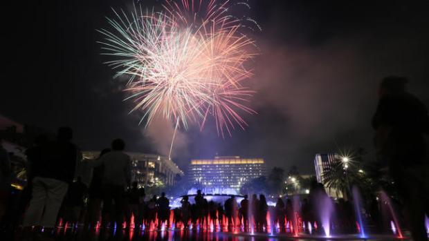 la-me-grand-park-party-20140705-001